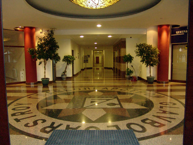 Flora Apartments Main Building - Foyer